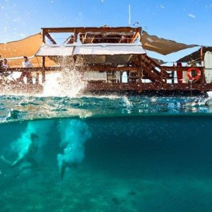 cloud 8 fiji floating hotel