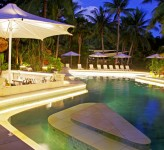 Castaway Island Resort Fiji – Swim Up Pool Bar