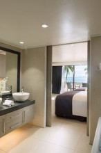 Double Tree Resort by Hilton Hotel Fiji – Bathroom