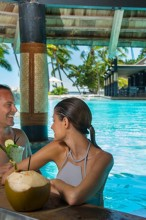 Double Tree Resort by Hilton Hotel Fiji – Pool Bar