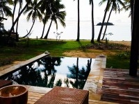 Plunge pool and view to the beach.