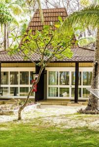Treasure Island Resort – Bure Exterior