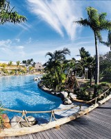 Outrigger Fiji Beach Resort – Pool