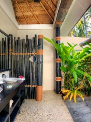 Paradise Cove Resort – Beachhouse Outdoor Shower