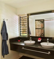 Castaway Island Resort – Bathroom