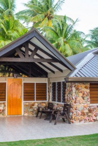 Plantation Island Resort – Beachfront Bure Exterior