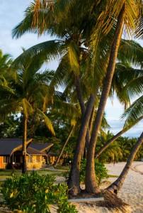 Plantation Island Resort – Beachfront Bures