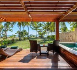 Lomani Island Resort – Beachfront Pool Bure