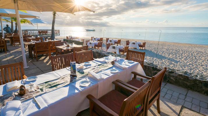 castaway fiji beachfront restaurant