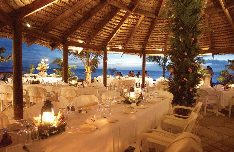 castaway island resort fiji wedding